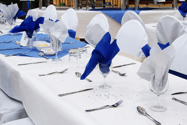 stůl na hostinu