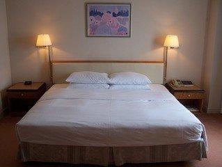 postel v hoteli